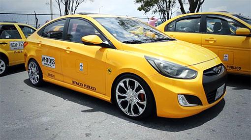 żółta taksówka