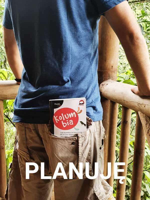 przewodnik o Kolumbii w kieszeni spodni mężczyzny