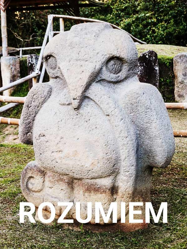 kamienna rzeźba przedstawiająca ptaka z parku san augustin