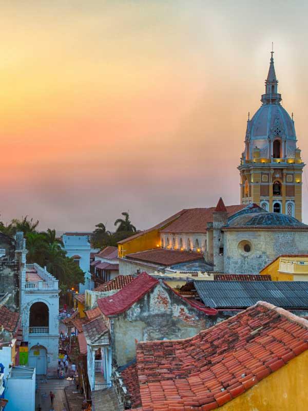 dahy Cartageny wieczorem