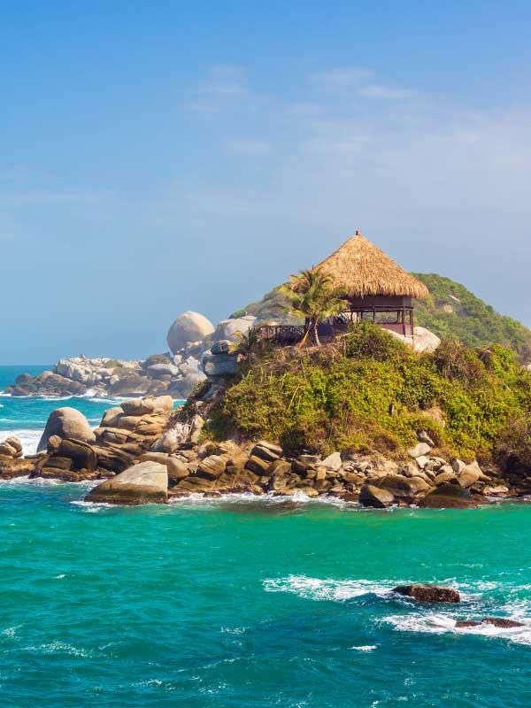 wyspa z domkiem na morzu