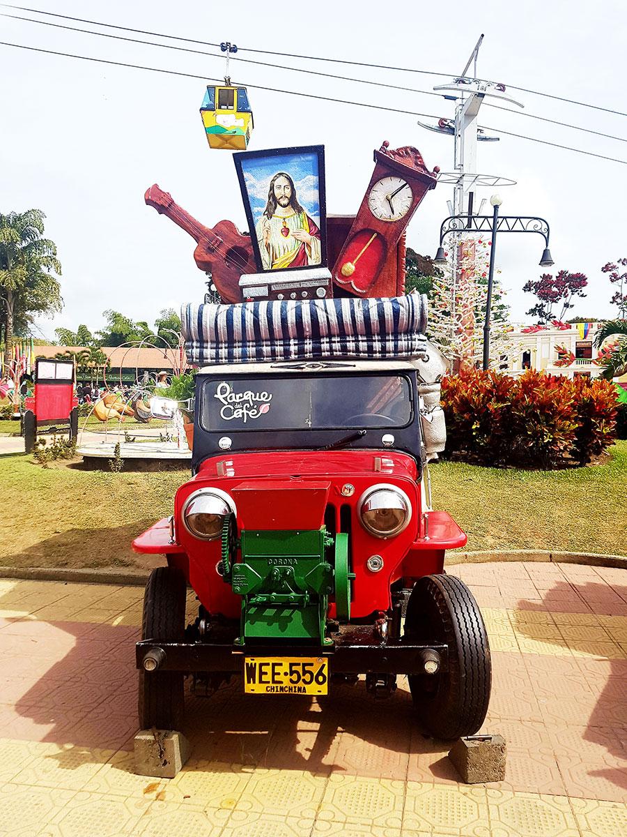 Jeep Willy´s załadowany rzeczami